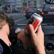 Conduire après quelques verres d'alcool : rappel de la législation en vigueur