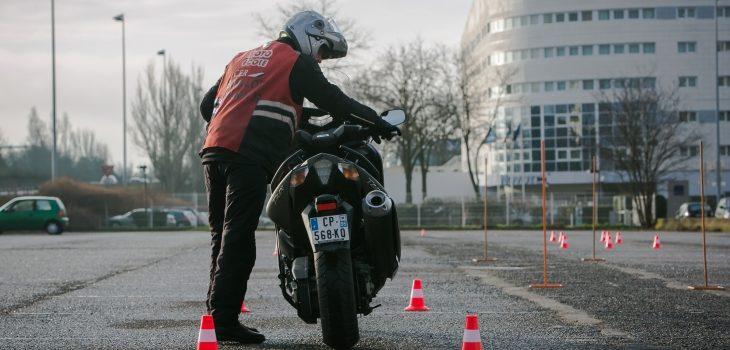 Ce qu'il faut savoir sur l'épreuve de la poussette en pilotage moto