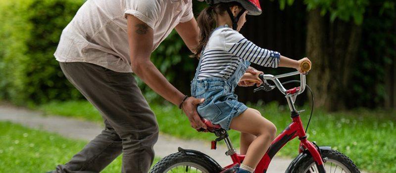Apprentissage d'un vélo sans roulettes : les étapes à considérer